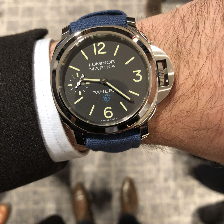 Wristshot der Panerai Luminor Base Logo 3 Days Acciaio 44mm